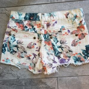 Free People Shorts - Free People | Fun Floral Shorts Size 0/2 W24 F15